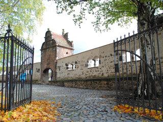 Goerlitz Stadtmauer an der Peterskirche Herbst