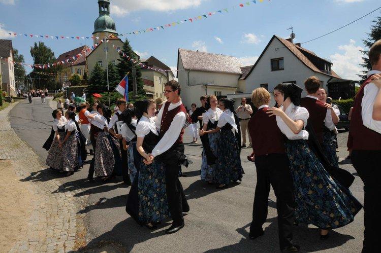 Sorbische Taenzer in katholischer Tracht Rafael Ledschbor