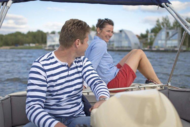 Motorboot fahren auf dem Geierswalder See Nada Quenzel Tourismusverband Lausitzer Seenland