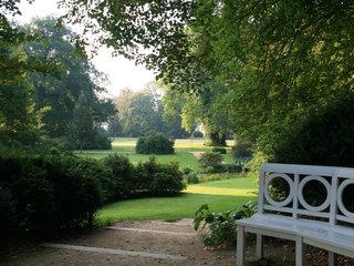Blick von der Liebeshoehe in den Schlosspark Bad Muskau