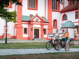 Radpilger am Kloster St. Marienthal