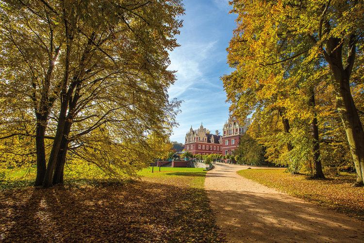Auffahrt zum Schloss René Egmont Pech