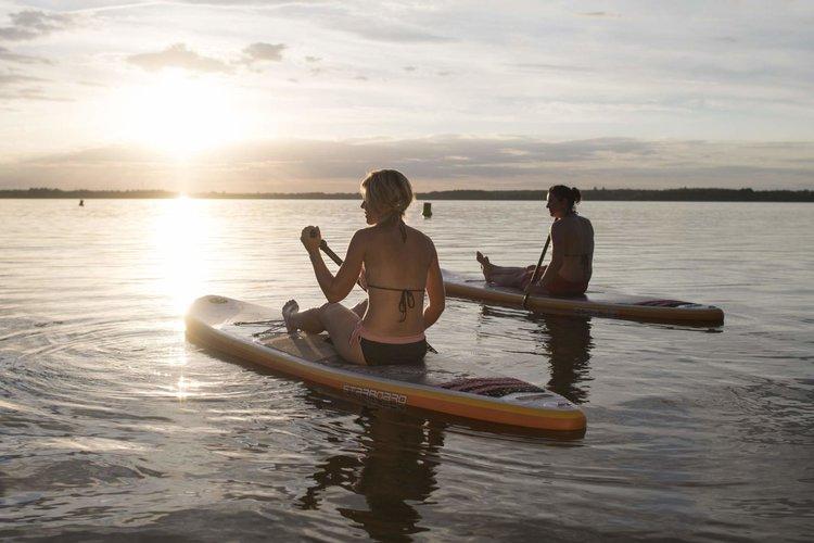 SUP Sonnenuntergang Nada Quenzel Tourismusverband Lausitzer Seenland