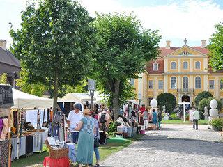 Kleine Markttage mit Leinen- und Naturprodukten