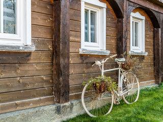 Grossschoenau Rad vor Umgebindehaus