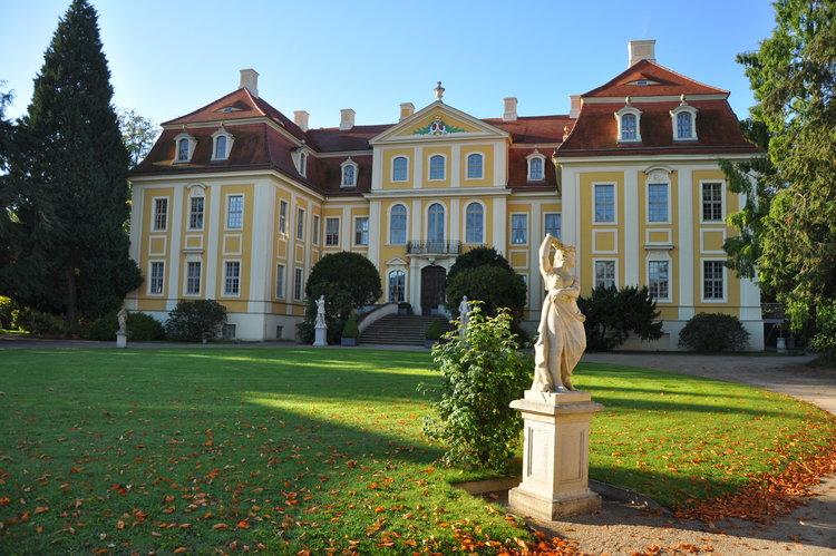 Goldener Herbst im Barockschloss