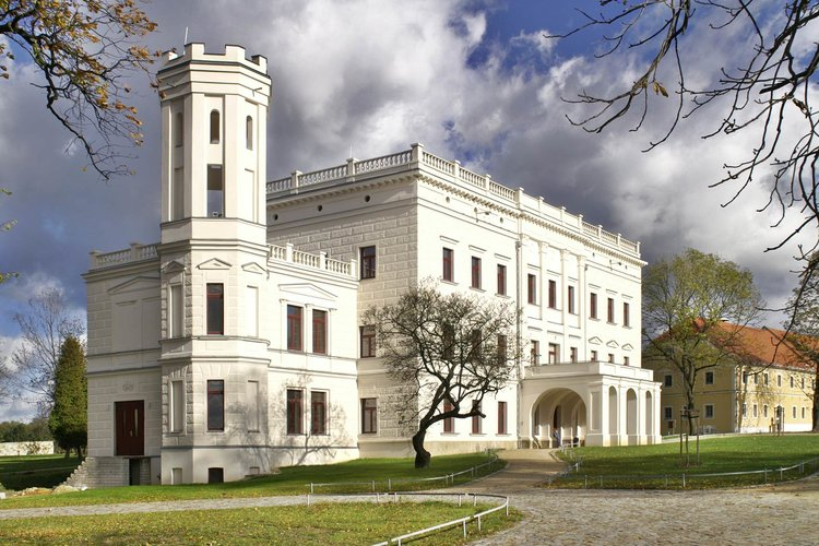 Schloss Krobnitz im Herbst Schlesisch Oberlausitzer Museumsverbund gGbmH